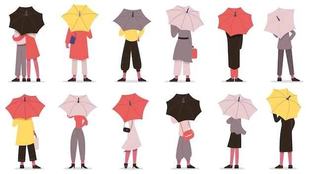Personas con paraguas. caen los personajes del día lluvioso que se esconden bajo el conjunto de ilustración de vector de vista trasera de paraguas. caricatura, hombre y mujer, con, paraguas