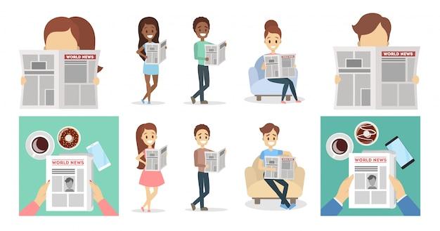 Personas con periódicos leyendo y sosteniendo set.
