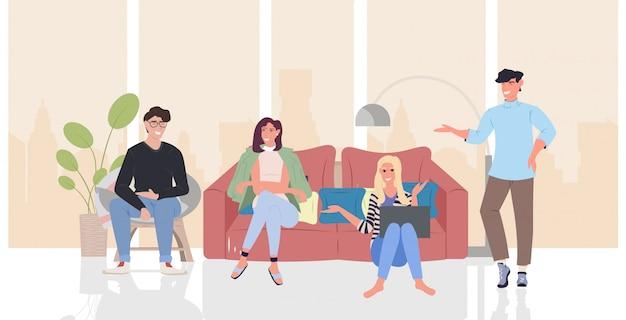 Las personas que discuten durante la reunión hombres mujeres grupo utilizando la comunicación portátil relajación concepto moderno salón interior horizontal longitud completa