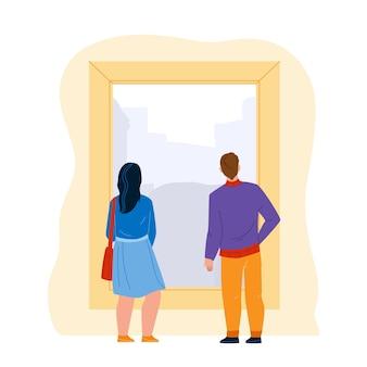 Personas que miran las ilustraciones de la imagen en el vector del museo. pareja de hombre y mujer miran juntos en la exposición en el museo de arte. turistas de personajes en la interesante ilustración de dibujos animados planos de exposición