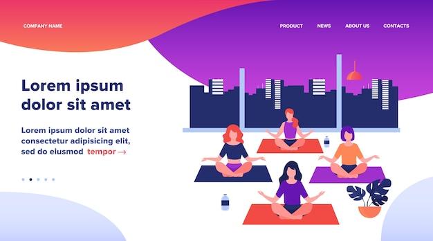 Personas que practican yoga. mujeres haciendo ejercicio en la clase de yoga, sentadas en posición de loto, meditando con el maestro. la ilustración vectorial se puede utilizar para la actividad física, fitness, concepto de gimnasio