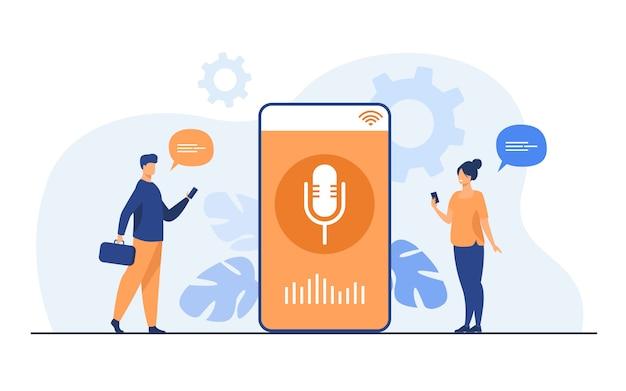 Personas que usan la aplicación de asistente de voz en el teléfono inteligente