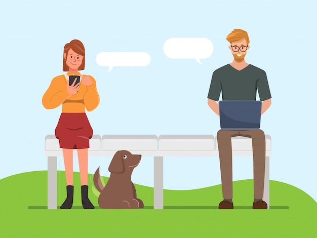 Las personas que usan gadgets para chatear fondo de comunicación de redes sociales. chat en línea con amigos.