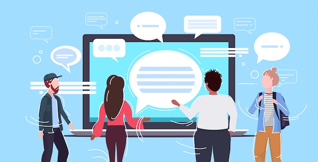 Personas que utilizan la aplicación de mensajería de la computadora portátil chat burbuja comunicación concepto vista trasera hombres mujeres chateando en línea conversación conversación horizontal retrato