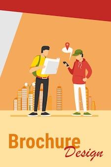 Personas que utilizan el mapa en papel y la aplicación de ubicación en el teléfono móvil. turistas que encuentran camino en la ilustración de vector plano de la ciudad. navegación, concepto de viaje