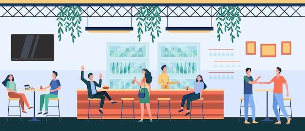 Personas reunidas en la cafetería, bebiendo cerveza en el pub, sentados en la mesa o en el mostrador y hablando. ilustración de vector de vida nocturna, fiesta, concepto de bar