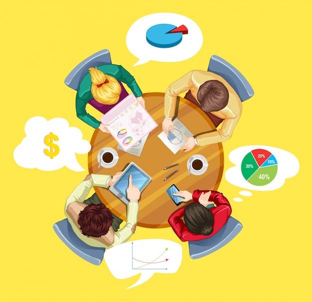Personas reunidas en la mesa redonda