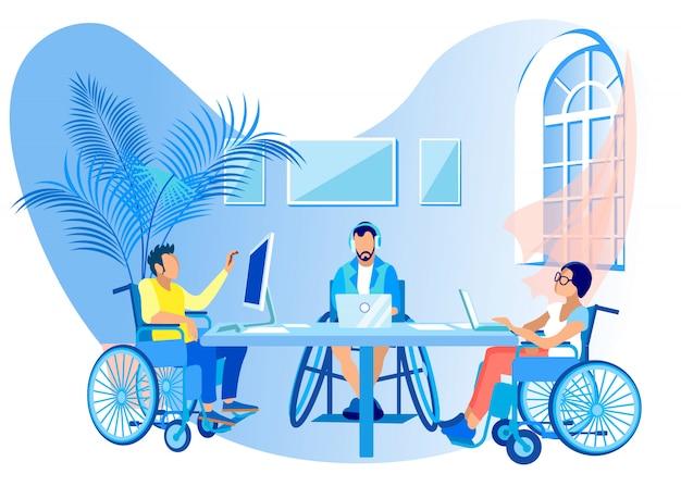Personas en sillas de ruedas trabajan en línea de dibujos animados plana.