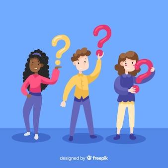 Personas sujetando interrogaciones