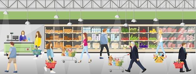 Personas en la tienda del supermercado.
