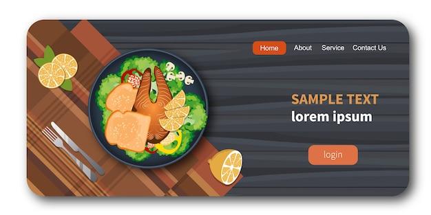 Pescado y pan en un plato con verduras saludables maqueta