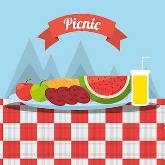 Picnic frutas comida jugo mantel montañas fondo