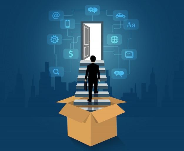 Piensa fuera de la caja, el hombre de negocios fuera de la caja sube las escaleras hacia la puerta