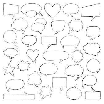 Piense en hablar burbujas de discurso. colección artística de globo de cómic de estilo doodle dibujado a mano.