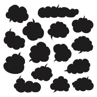 Piense en hablar burbujas de discurso. colección artística de globo, nube y corazón de cómic de estilo doodle dibujados a mano. ilustración de vector de estilo boceto.