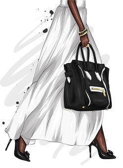 Piernas largas femeninas en una hermosa falda y zapatos de tacón. bolso con estilo.