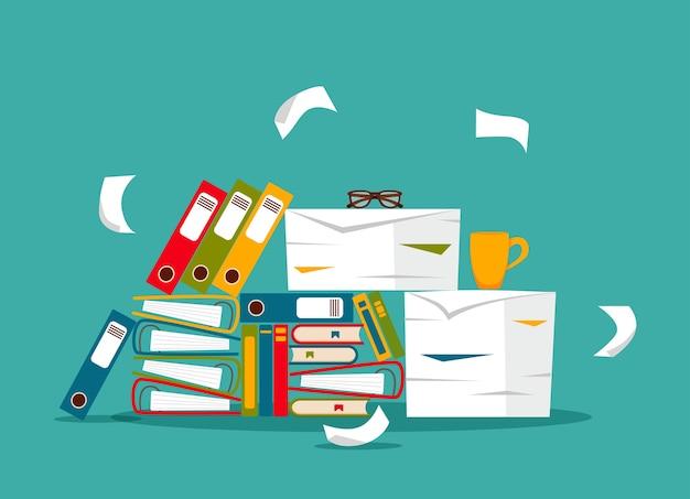 Pila de concepto de carpetas de archivo, documentos y papeles de oficina. los papeles desordenados desorganizados subrayan, fecha límite, burocracia papeleo duro ilustración de dibujos animados plana.
