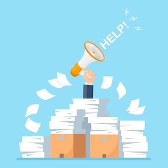 Pila de papel, pila de documentos con megáfono, altavoz. empleado estresado en montón de papeleo