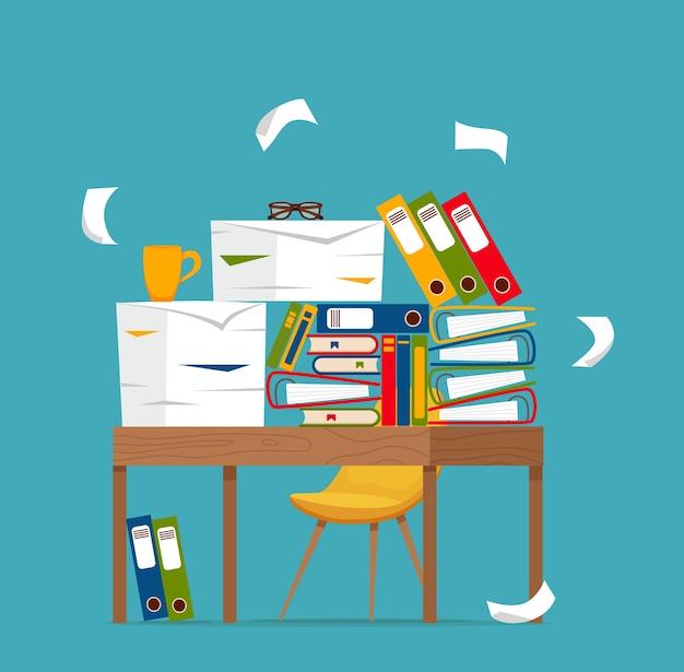 Pila de papeles, documentos y carpetas de archivos en concepto de mesa de oficina. los papeles desordenados desorganizados subrayan, fecha límite, burocracia papeleo duro ilustración de dibujos animados plana.