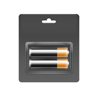 Pilas alcalinas aa de color negro dorado brillante en blíster gris negro embaladas para branding cerca aislado sobre fondo blanco.