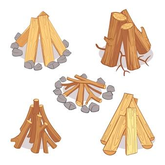Pilas de madera y leña de madera dura.