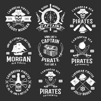 Piratas del caribe emblemas monocromos con timón barco pistola sable jolly roger