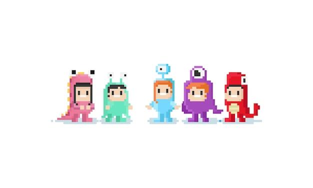 Pixel niños en traje de monstruo.