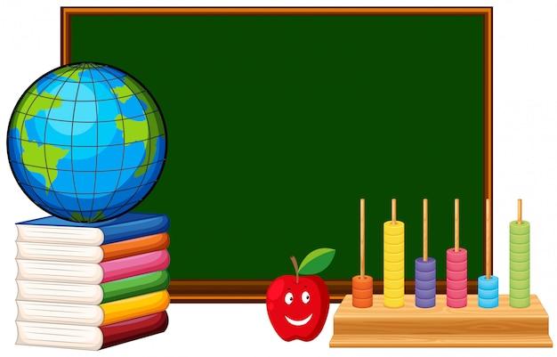 Pizarra y materiales educativos.