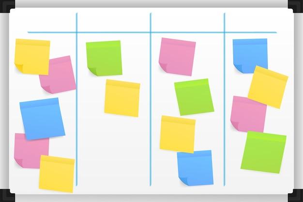 Pizarra con notas adhesivas de colores y marcadores para la gestión. planeador semanal.