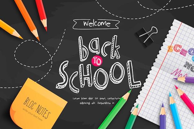 Pizarra de regreso a la escuela con útiles escolares