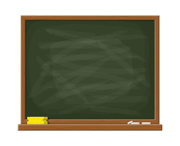 Pizarra verde vacía con marco de madera. esponja amarilla y tiza blanca.