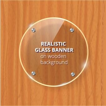 Placa de vidrio transparente. fondo de madera marrón. elemento decorativo panel de plástico brillante con reflejo, sombra.
