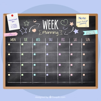 Planificación semanal dibujada a mano en pizarra