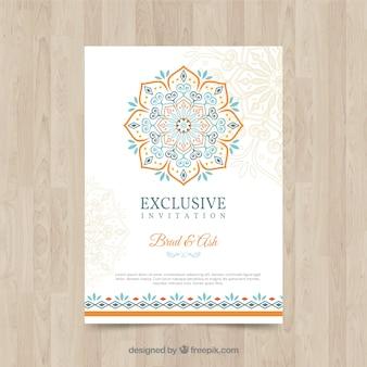 Plantilla adorable de invitación de boda con mandala colorido