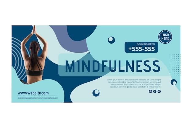 Plantilla de banner de clase de yoga con foto