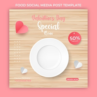 Plantilla de banner de día de san valentín. corazones de papel rosa. publicación de comida en las redes sociales.