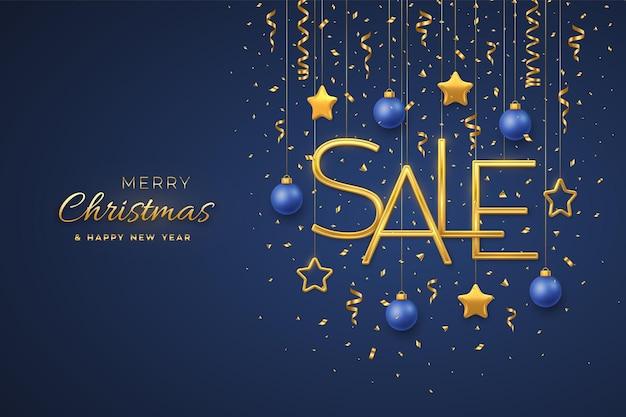 Plantilla de banner de diseño de venta de navidad. letras de venta metalizadas doradas colgantes con estrellas metálicas 3d, bolas y confeti sobre fondo azul. cartel publicitario o volante. ilustración vectorial realista.