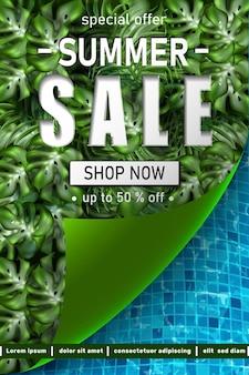 Plantilla de banner de gran venta de verano con marco de hojas tropicales y texturas de piscina