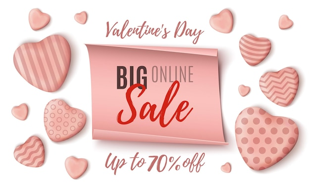 Plantilla de banner de venta en línea de gran día de san valentín con corazones de caramelo realistas rosas y banner de papel sobre fondo blanco