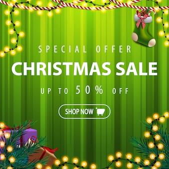 Plantilla de banner de venta de navidad verde con guirnaldas y regalos