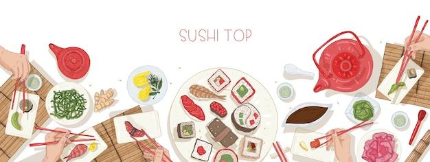 Plantilla de banner web horizontal con mesa llena de comida japonesa y manos sosteniendo sushi, sashimi y rollos con palillos