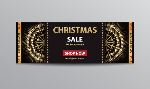 Plantilla de boleto negro para la venta de navidad con copos de nieve abstractos brillantes dorados.