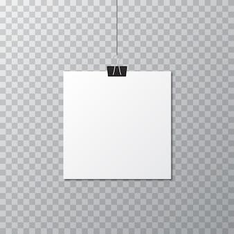 Plantilla de cartel en blanco blanco con clip de papelería