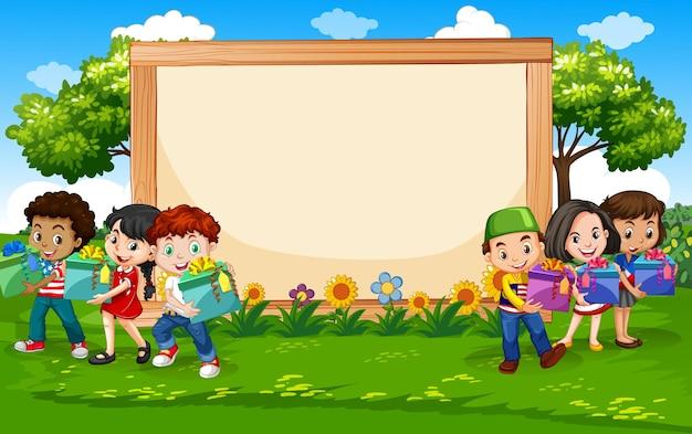 Plantilla de cartel en blanco con niños de fiesta en el parque