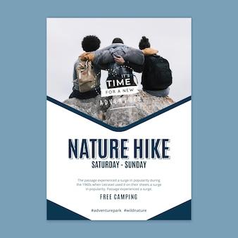 Plantilla de cartel de caminata por la naturaleza salvaje