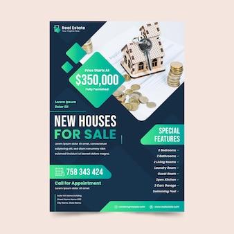 Plantilla de cartel de inmobiliaria de diseño plano con foto
