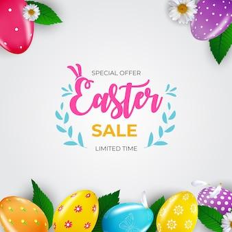 Plantilla de cartel de venta de pascua con pintura y huevos de pascua realistas en 3d.