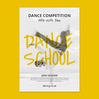 Plantilla de cartel vertical de escuela de danza con bailarín