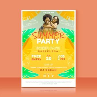 Plantilla de cartel vertical de fiesta de verano con foto