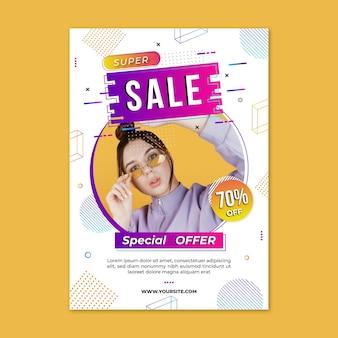 Plantilla de cartel vertical de venta degradado con foto